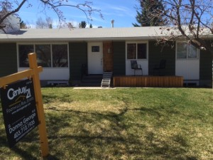 This is a picture of the front side of 607 Willoburn Crescent SE, Calgary, Alberta